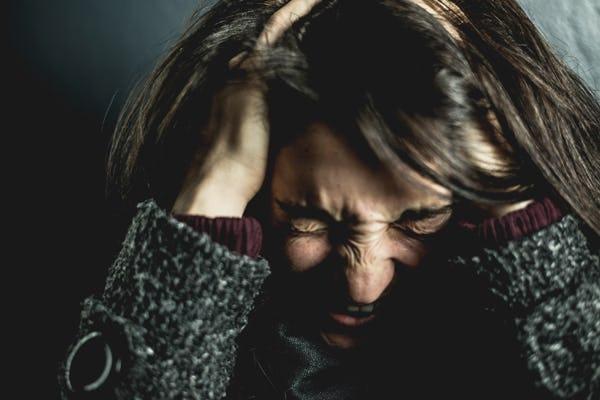 8 Cara Mudah Mengatasi Kecemasan, Aromaterapi hingga Meditasi